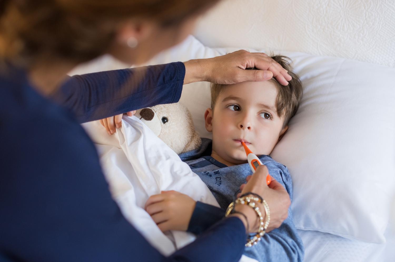 Nátha - beteg gyermek az ágyban